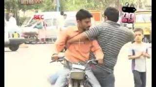 Zara Hut Kay Lift lena Funny Pakistani Clips New Videos 2013 Totay jokes punjabi urdu